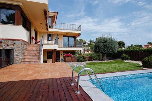 Недвижимость ллорет де мар где выгодно покупать недвижимость за рубежом
