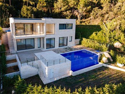 Купить дом в ллорет де мар дубай купить квартиру за границей с внж