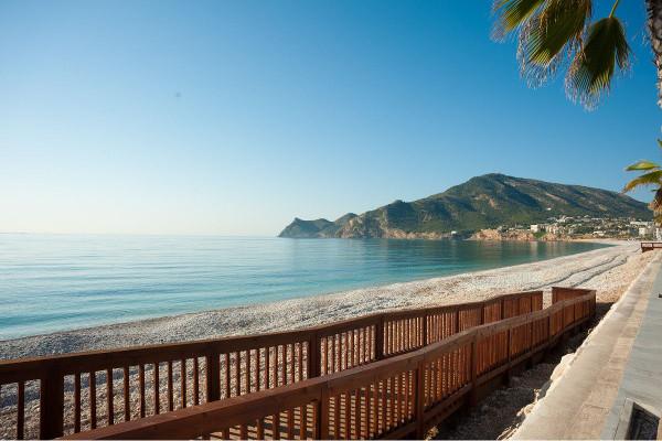 Недвижимость в каталонии у моря недорого строительные компании в оаэ